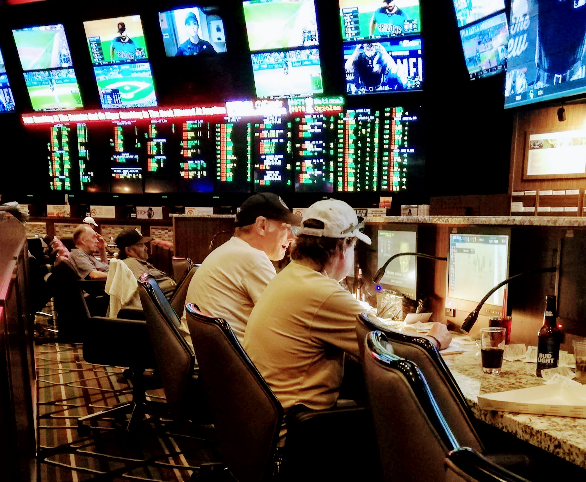 Buy picks from other Handicappers for your sports handicapping web business.